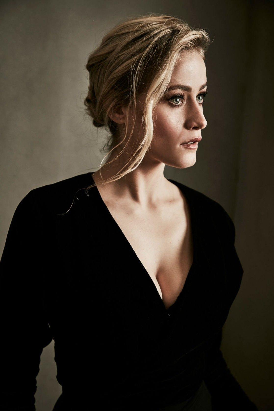 Olivia Taylor Dudley Net worth 2020, Bio, Career, Relationship, and Instagram.